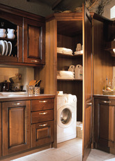 美丽、独特且宽大,侧边带有精美的贴面,立柜/角柜用极具品位的装修风格解决了储物的需求。