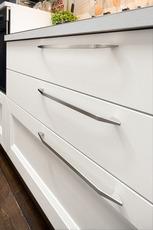 细节体现出个性化。拉手的设计与柜门的形状相呼应,在形状与功能之间形成完美平衡。